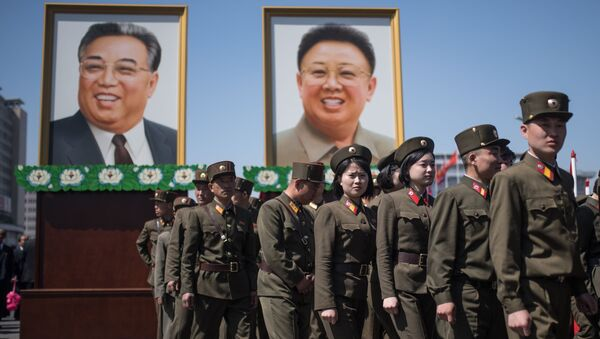Portraits of Kim Il-sung and Kim Jong-il at a ceremony to open a new residential area on Ryomyong Street in Pyongyang. - Sputnik Italia