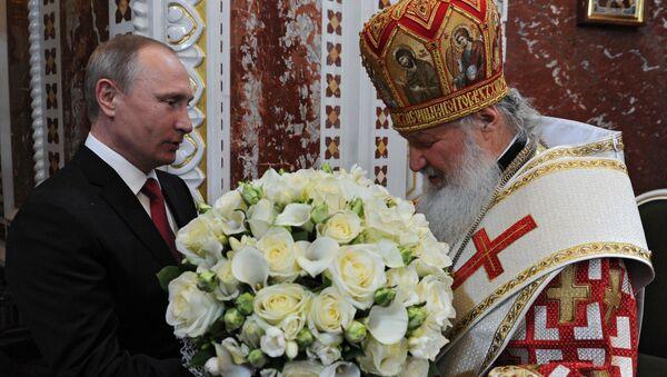 Il presidente russo Vladimir Putin ha partecipato alla tradizionale messa di Pasqua durante la notte nella cattedrale del Cristo Salvatore di Mosca sabato. - Sputnik Italia