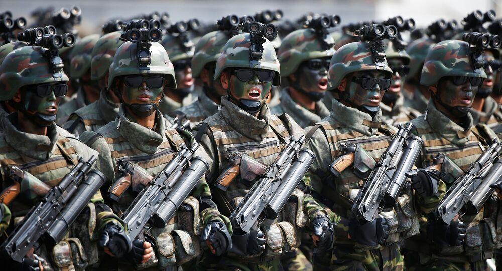 Unità d'èlite tattiche dell'Esercito Popolare di Corea nella parata militare del 15 aprile a Pyongyang