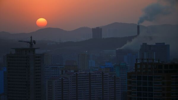 The sun set in Pyongyang, North Korea April 12, 2017. - Sputnik Italia