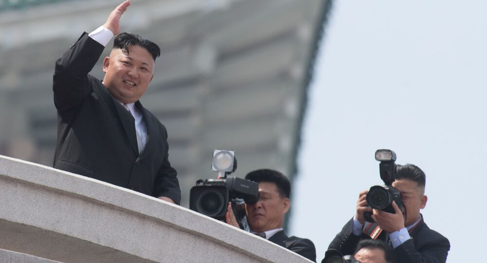 Il capo della Corea del Nord Kim Jong Un a una parata militare a Pyongyang, Corea del Nord.