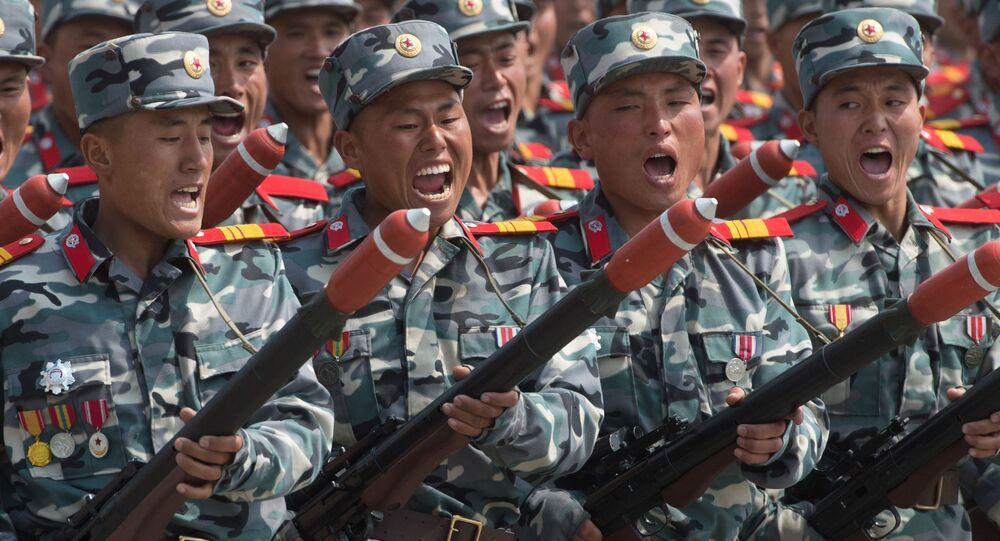 Soldati alla parata militare a Pyongyang, Corea del Nord.