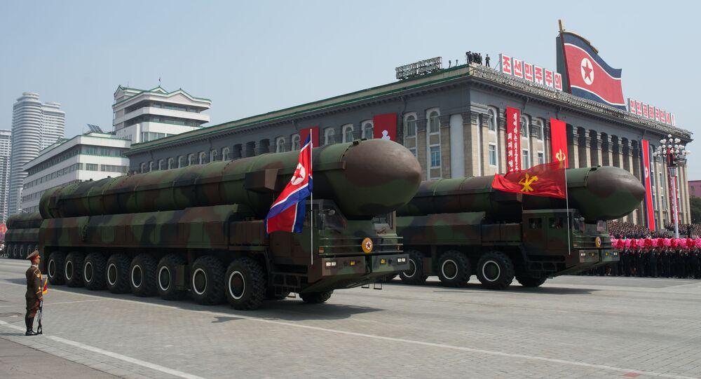 Missili balistici in mostra a parata militare in Corea del Nord (foto d'archivio)