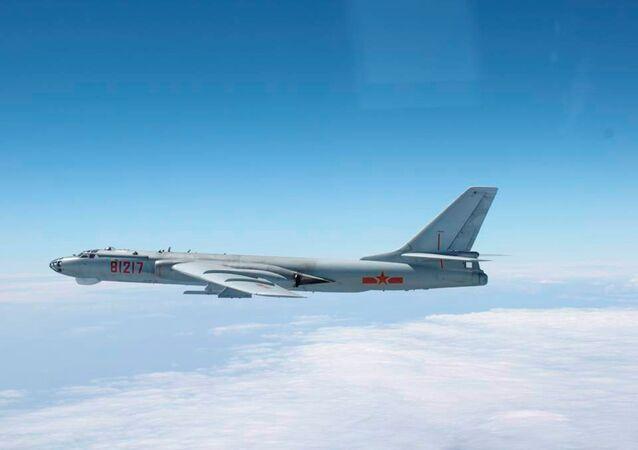 Bombardiere Xian H-6 dell'aviazione cinese