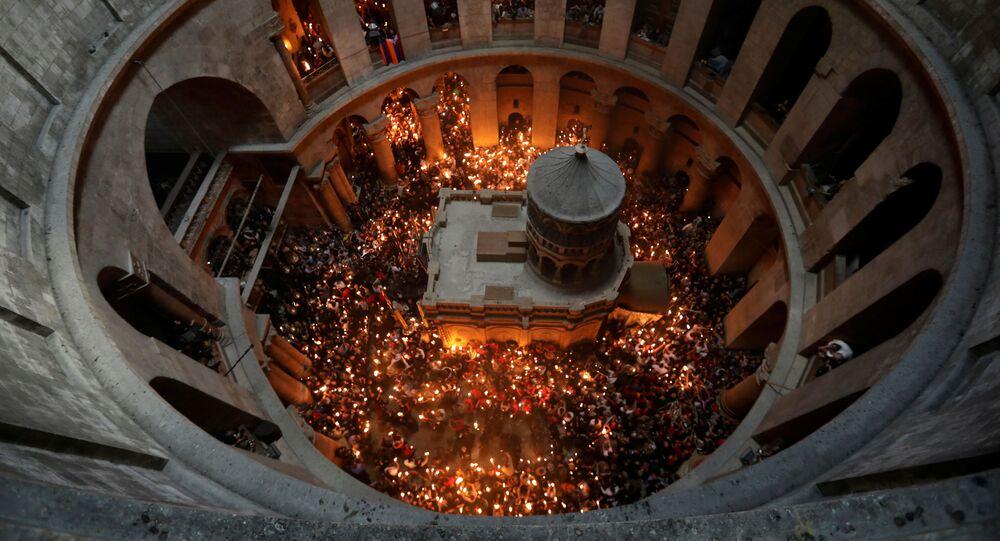 Sacro fuoco alla chiesa del Santo Sepolcro di Gerusalemme