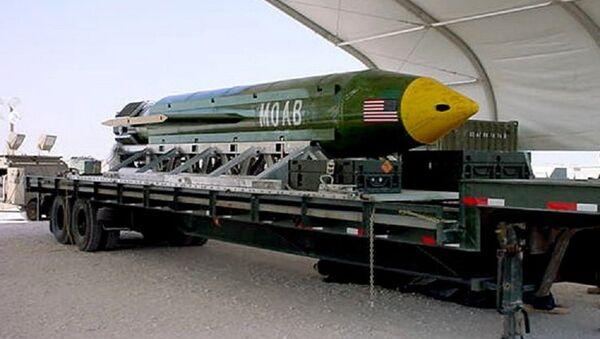 La bomba GBU-43/B Massive Ordnance Air Blast (MOAB). (Foto d'archivio) - Sputnik Italia