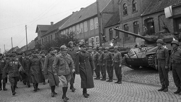 Truppe americane e sovietiche in Germania (foto d'archivio) - Sputnik Italia