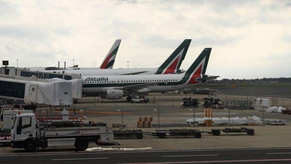 Aerei fermi in aeroporto - Sputnik Italia