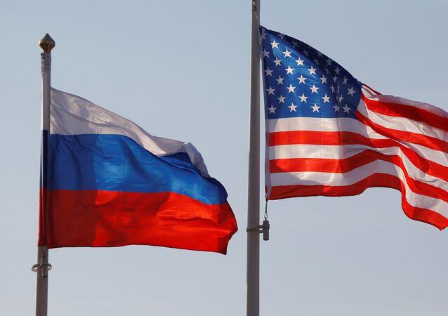 Bandiere di Russia e Stati Uniti