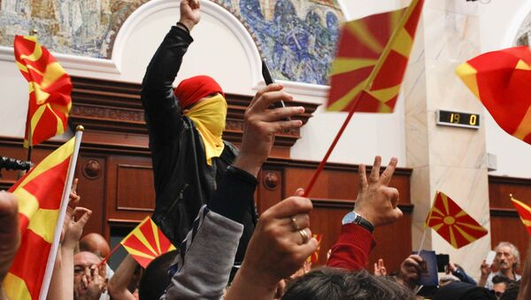 Protesters entered Macedonia's parliament after the governing Social Democrats and ethnic Albanian parties voted to elect an Albanian as parliament speaker in Skopje. Macedonia April 27, 2017 - Sputnik Italia