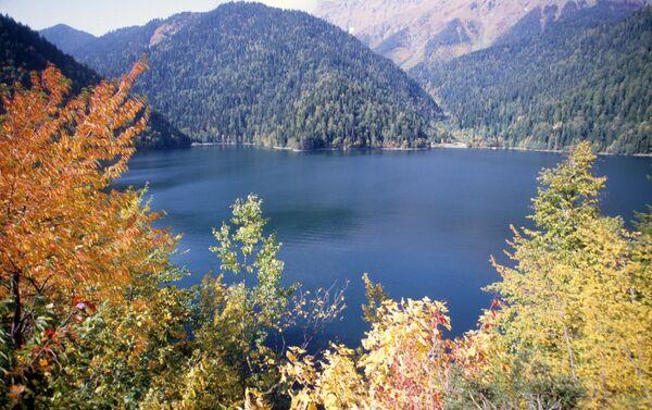 Il lago montano di Riza in Abcasia - Sputnik Italia