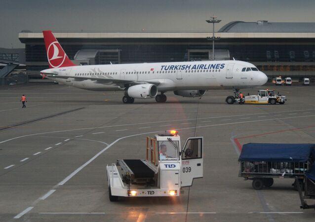 Aereo della Turkish Airlines all'aeroporto Vnukovo di Mosca (foto d'archivio)