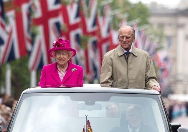 Sovrani britannici Elisabetta II e Filippo (foto d'archivio)