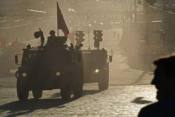 Tigr-M e Tigr con il complesso lanciamissili anticarro Kornet visti prima delle prove della Parata della Vittoria 2017 a Mosca. - Sputnik Italia