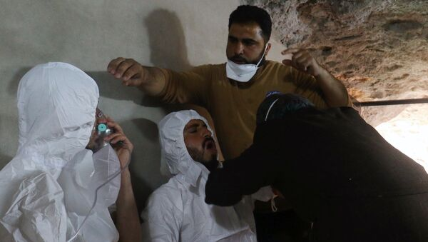 A man breathes through an oxygen mask as another one receives treatments, after what rescue workers described as a suspected gas attack in the town of Khan Sheikhoun in Idlib, Syria April 4, 2017 - Sputnik Italia