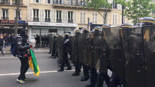 Manifestazione contro i risultati delle elezioni in Francia - Sputnik Italia