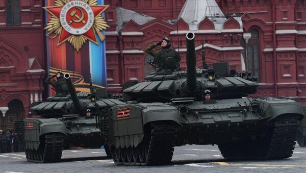 I nuovi carri armati T-72B3 alla parata militare del 9 maggio a Mosca - Sputnik Italia