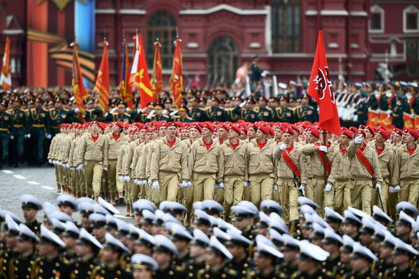 La Parata militare in onore del 72° anniversario della Vittoria - Sputnik Italia