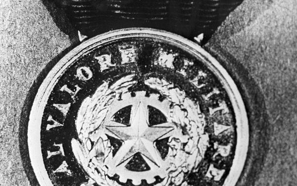 La Medaglia d'Oro al Valor Militare di Fedor Poletaev (foto tratta da un giornale sovietico) - Sputnik Italia