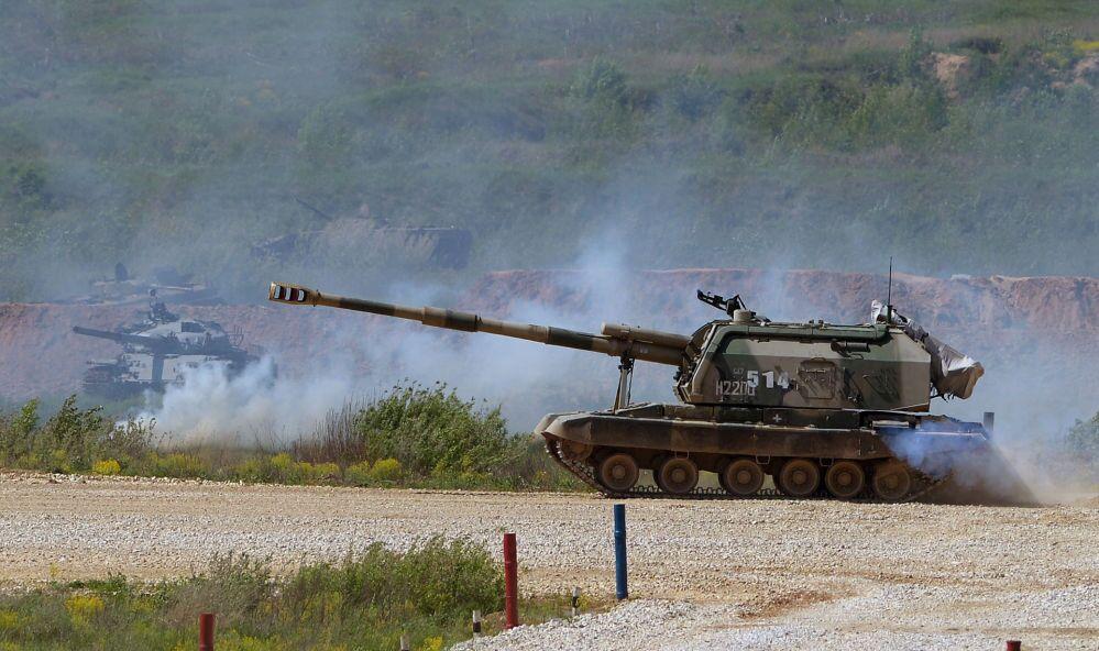 L'artiglieria semovente MSTA-S durante la presentazione dell'equipaggiamento nel quadro della preparazione al forum tecnico-militare internazionale Armija-2015 nella regione di Mosca.