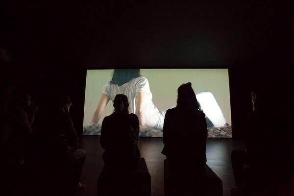 Chiude l'esposizione con una nota di ottimismo e speranza il video dell'artista Aleksandra Pirogova - Sputnik Italia