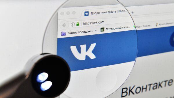 Страница социальной сети Вконтакте на экране компьютера - Sputnik Italia