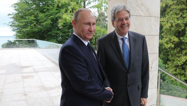 incontro tra Vladimir Putin e Paolo Gentiloni - Sputnik Italia