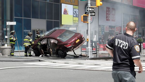 A vehicle that struck pedestrians and later crashed is seen on the sidewalk in New York City, U.S., May 18, 2017. - Sputnik Italia