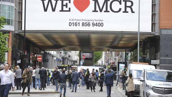 Police evacuate the Arndale shopping centre, in Manchester, England Tuesday May 23, 2017 - Sputnik Italia