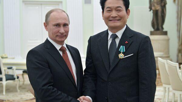 Vladimir Putin e Song Young-gil - Sputnik Italia