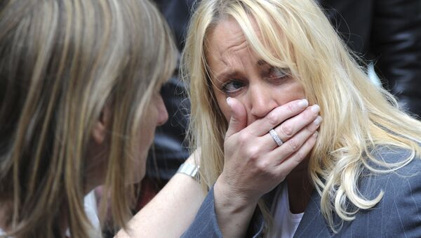 A member of the public reacts as police evacuate the Arndale shopping centre, in Manchester, England Tuesday May 23, 2017, the day after an apparent suicide bomber attacked an Ariana Grande concert as it ended Monday night, killing over a dozen of people among a panicked crowd of young concertgoers. - Sputnik Italia