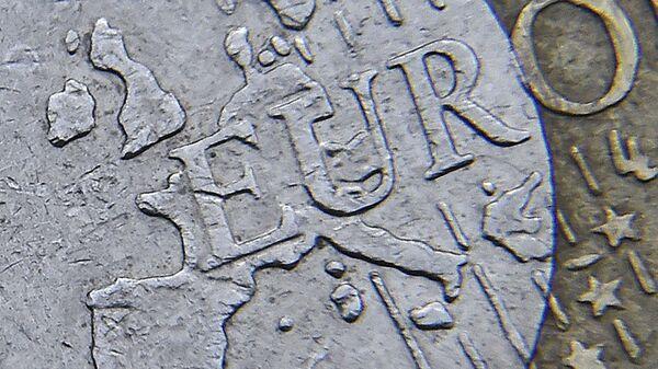 Mappa dell'Europa su una moneta di euro - Sputnik Italia