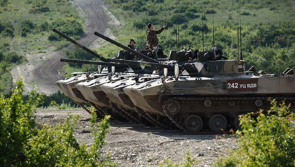Le esercitazioni dei paracadutisti a Novorossiysk - Sputnik Italia