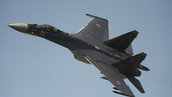The Su-35 fighter performing on Air Force Day in Lipetsk - Sputnik Italia