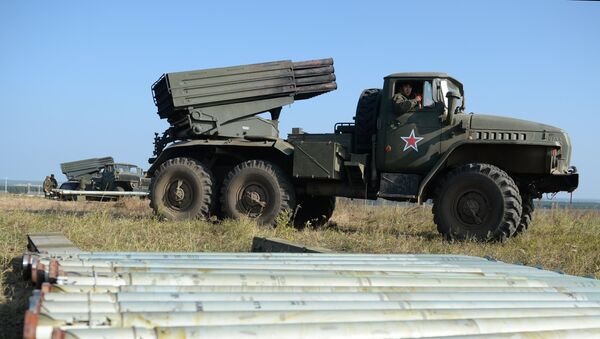 Deployment of Uragan Multiple-Launch Rocket System during an exercise in missile strike and artillery fire control at the Chebarkul firing range of the Central Military District in the Chelyabinsk Region - Sputnik Italia