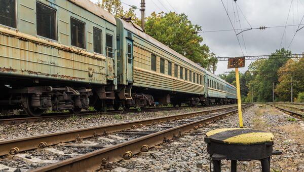 Старый поезд в Украине - Sputnik Italia