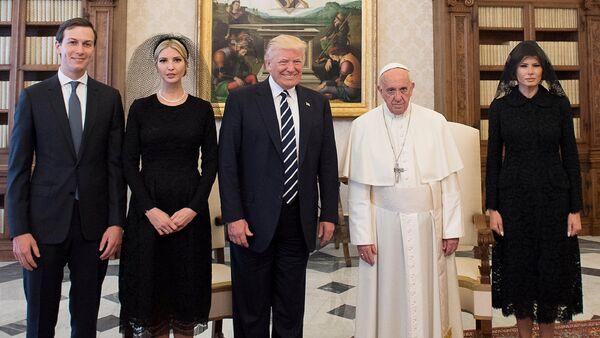 L'incontro tra Donald Trump e Papa Francesco - Sputnik Italia