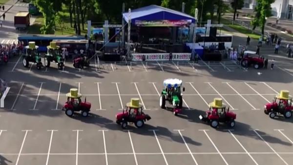 Bielorussia, il festival dei trattori - Sputnik Italia