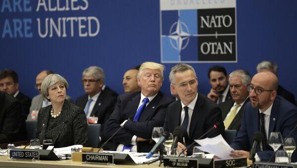 Donald Trump al vertice NATO - Sputnik Italia
