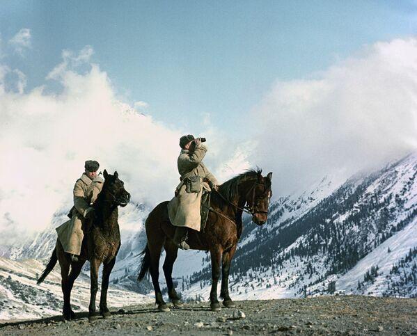 La guardia frontiera sulle montagne del Tian Shan. - Sputnik Italia