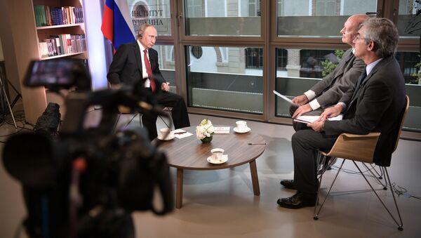 Presidente russo Vladimir Putin all'intervista alla testata francese Le Figaro - Sputnik Italia