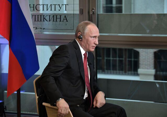 Presidente russo Vladimir Putin all'intervista alla testata francese Le Figaro