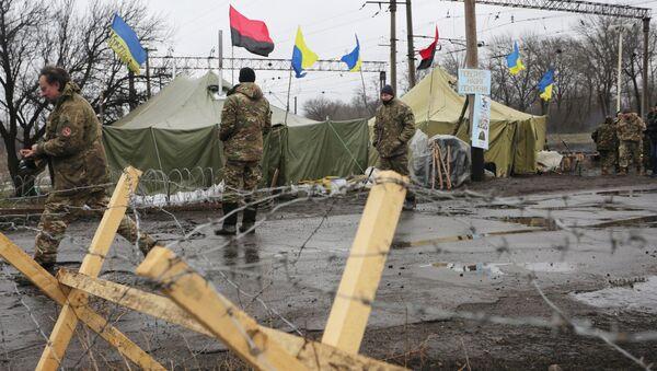 Posto di blocco dei paramilitari ucraini nel Donbass - Sputnik Italia