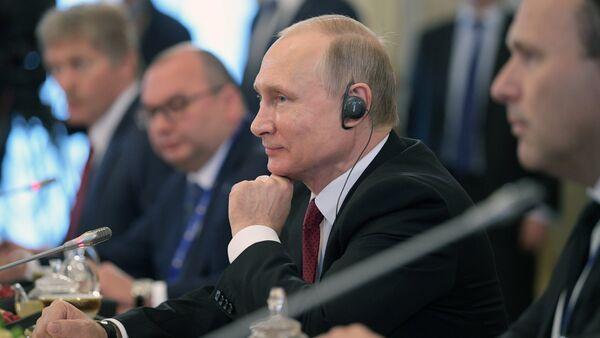 Russian President Vladimir Putin attends 2017 St. Petersburg International Economic Forum - Sputnik Italia