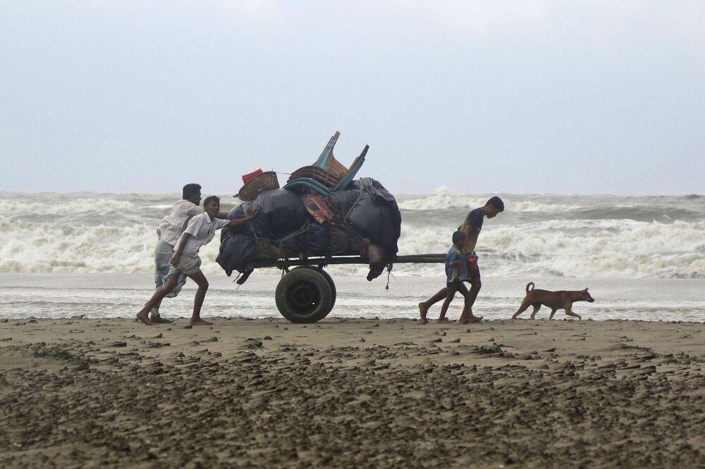 Vittime del ciclone Mora in Bangladesh.