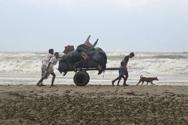 Vittime del ciclone Mora in Bangladesh. - Sputnik Italia