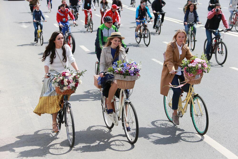 I partecipanti alla quinta parata ciclistica nazionale di Russia a Mosca.