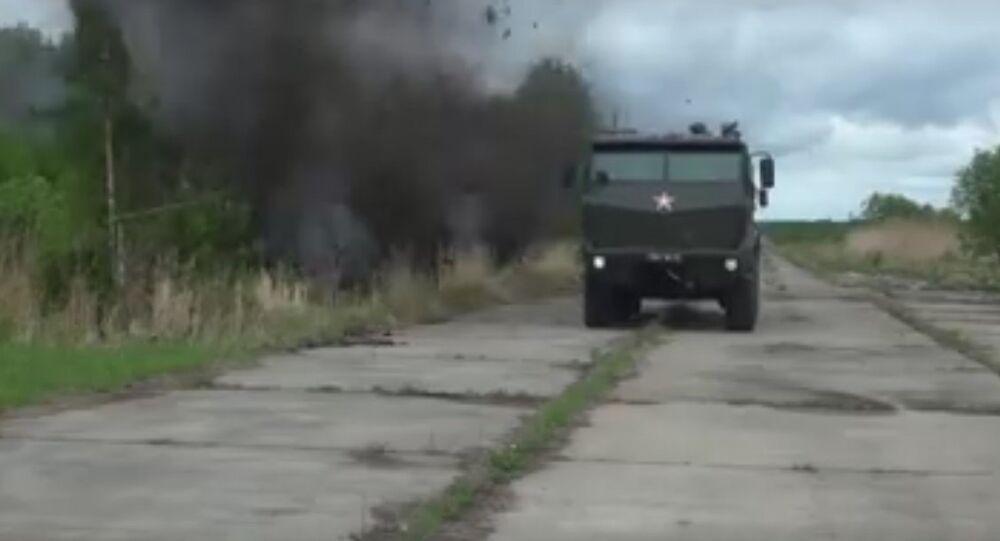 Le esercitazioni delle forze speciali russe con l'auto blindata Taifun.