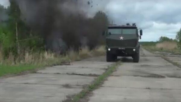 Le esercitazioni delle forze speciali russe con l'auto blindata Taifun. - Sputnik Italia