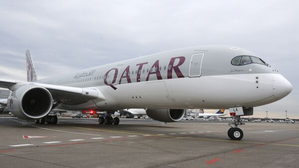 Qatar Airways Airbus A350 approaches the gate at the airport in Frankfurt, Germany - Sputnik Italia